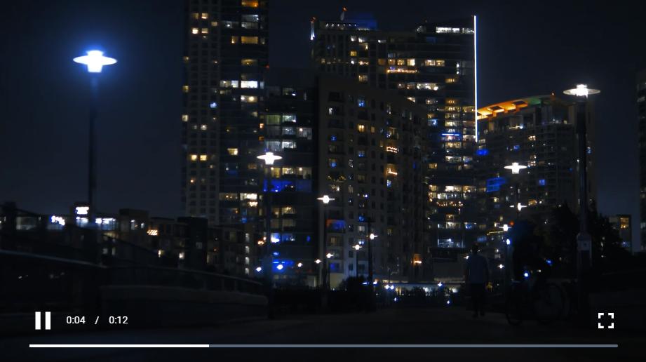 免费视频素材:夜间慢游城市公园